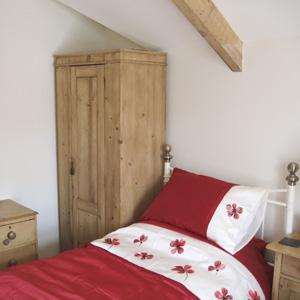 Melbourne Cottage, twin bedroom